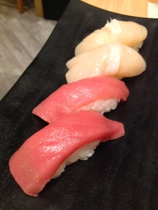 4 pieces of sushi
